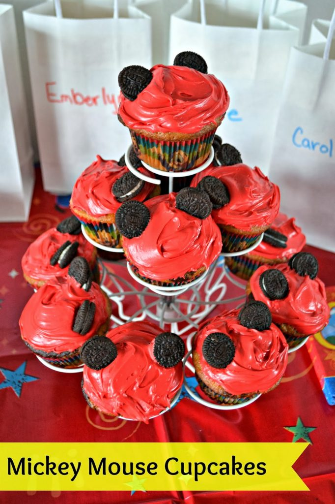 Mickey Mouse Cupcakes.  Minnie Mouse Cupcakes.