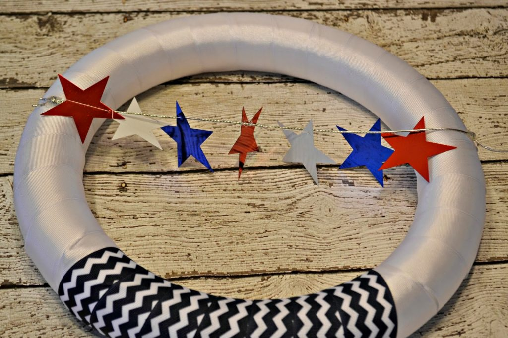 Red, White and Blue Door Wreath #DIY.  Memorial Day Door Wreath.  4th of July Door Wreath.  Red, White and Blue decorations