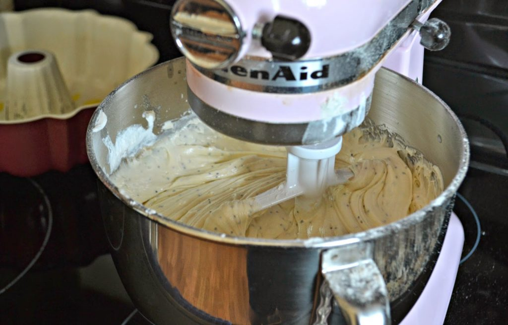 Lemon Poppy Seed Pound Cake with Ranch Dressing #Recipe.  Pound Cake Recipe.  Lemon Poppy Seed Pound cake recipe.  Dressing recipe, Salad dressing recipe, Easy pasta salad, Italian salad recipe, Vinaigrette dressing, Buffalo chicken dip, Dipping sauces, Sauce recipes, Dip recipe