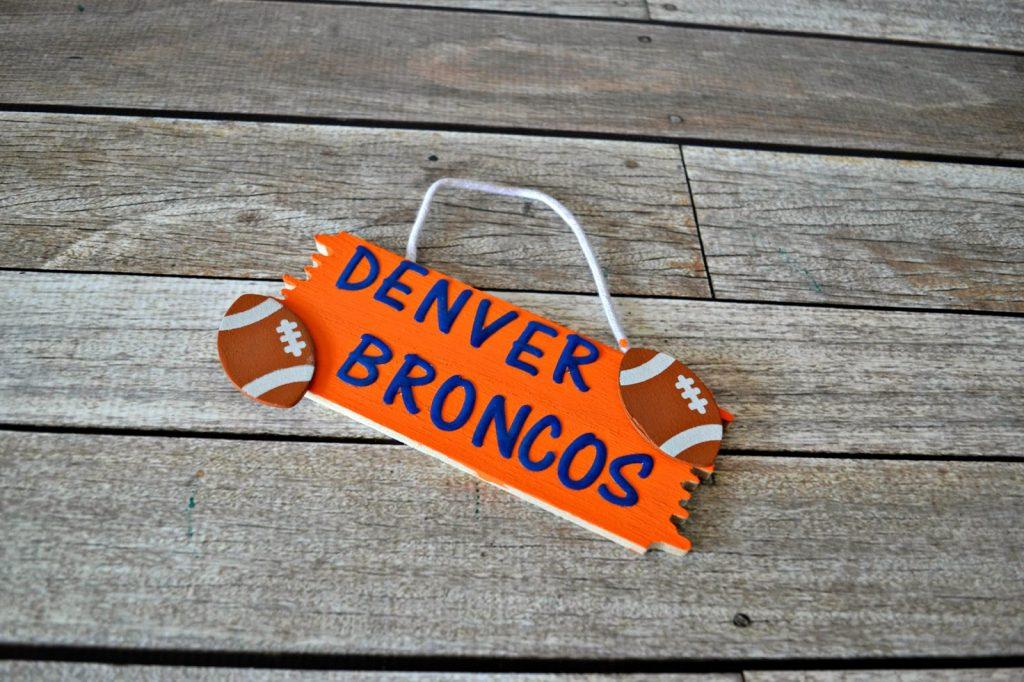 Football Door Wreath.  Denver Broncos door decorations.  Denver Broncos Door Wreath.  How to make a yarn wreath.  Door Wreath for football decorations.  NFL decorations.