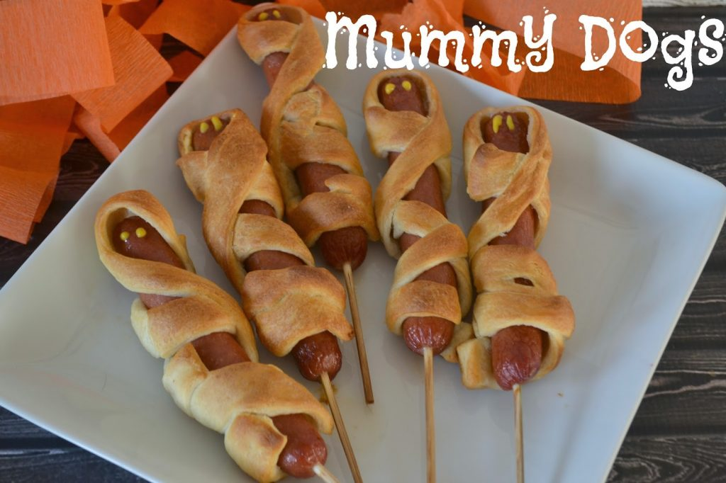 Mummy Dogs for Halloween Fun!  #recipe, Halloween Dinner Ideas, Creative Hot Dog meals, Hot Dogs on Halloween, Mummy Hot Dogs Recipe. Halloween party food,