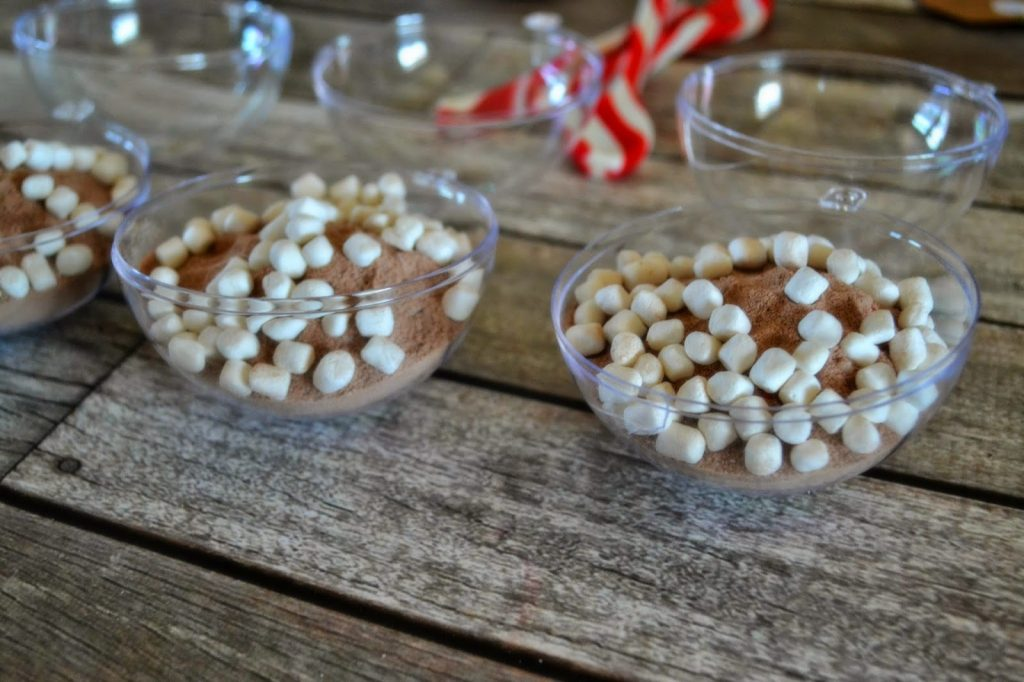 Hot Cocoa Mix Ornaments - Holiday Gift Idea.  Handmade gifts.  Hot Chocolate Filled Ornaments  Fun Christmas Teacher gifts.