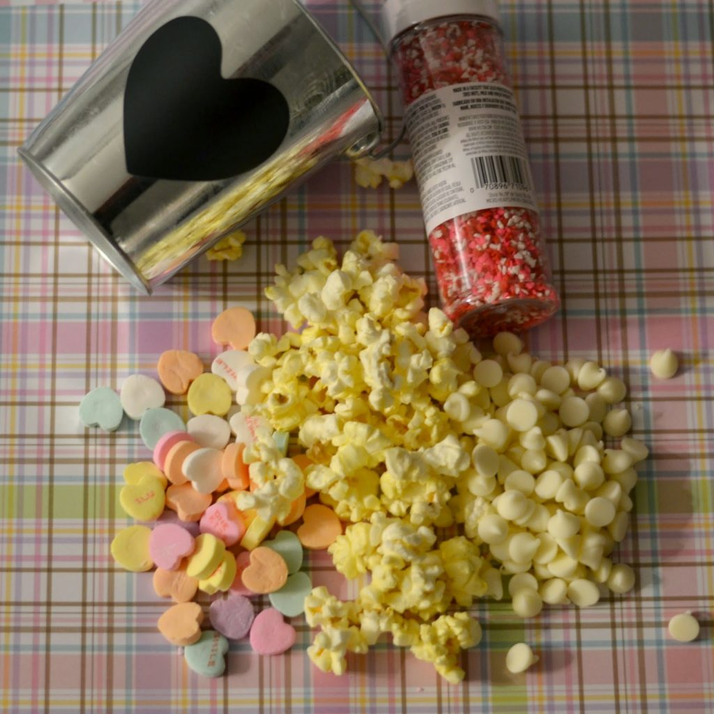 Valentine's Candy Popcorn #recipe. Candy Popcorn. White Chocolate Popcorn. Valentine's Day Popcorn. Valentine's Day snacks.