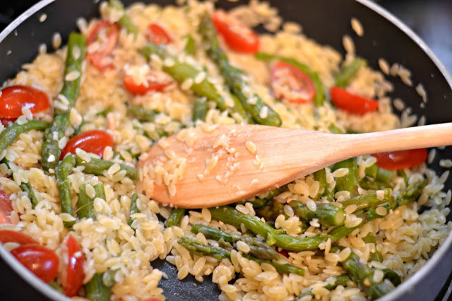 Barber Foods Stuffed Chicken, Barber Foods Breaded Stuffed Chicken Breasts, Broccoli and Cheese breaded stuffed chicken breasts, Barber Foods, Orzo Salad, Lemon Orzo Salad, Lemon Orzo Salad with Asparagus and Tomatoes, Easy side dishes, easy Orzo recipes