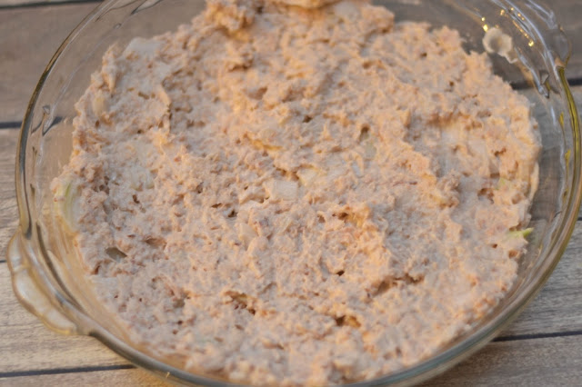 Tuna Pie recipe, Recipes with Tuna, Tuna Noodle casserole, Polish Tuna Pie recipe, easy dinner recipes, family friendly meals.  Easy Meals, Tuna Pie recipes, Tuna Pie
