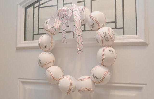 DIY baseball wreath, baseball door wreath, easy spring wreath idea, spring training baseball wreath, baseball decorations, baseball birthday party.