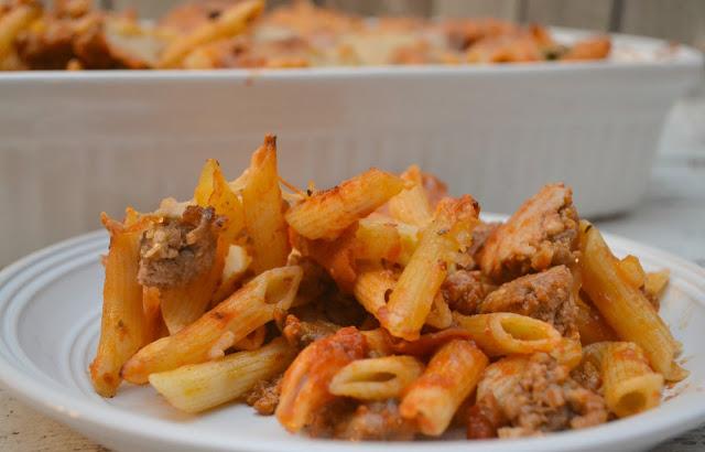 Pizza Casserole - One Dish Meal, pizza casserole, family one dish meals, easy family dinners, one dish meals, casserole recipes, kid friendly casserole recipes