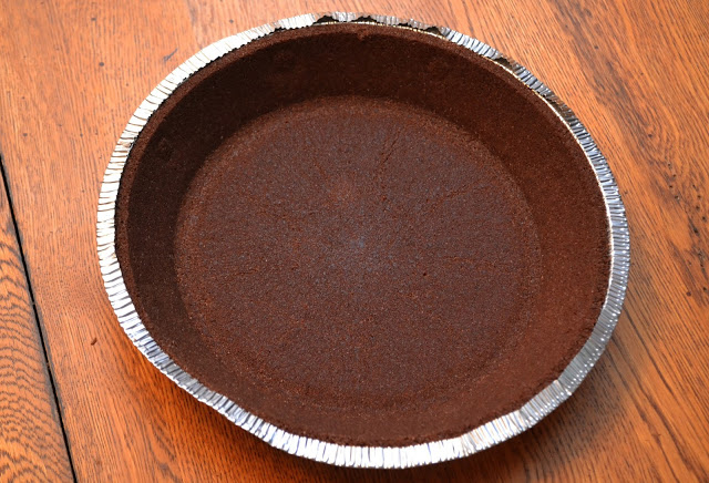 No Bake Peanut Butter Cup Pie, no bake pies, No Bake Peanut Butter Cup Pie recipe, easy pie recipes, summer pie recipe, easy desserts, Peanut butter pie, peanut butter pie recipe, peanut butter cup pie, peanut butter cup pie recipe, no bake desserts, easy desserts