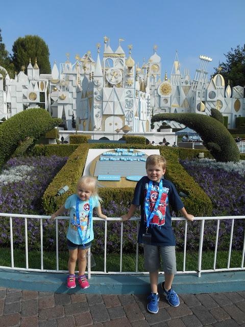 15 Disneyland Travel Tips, Disneyland Travel Tips, Disneyland Travel Tips for families, planning a trip to Disneyland, Disneyland traveling tips, tips for visiting disneyland
