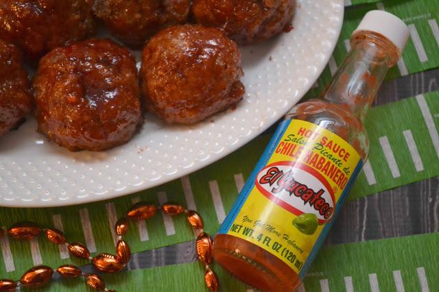 Firecracker Turkey Meatballs, turkey meatballs, spicy meatball recipe, firecracker Turkey meatball recipe, football recipes, game day appetizers, game day recipes, meatball recipes, spicy meatball recipes