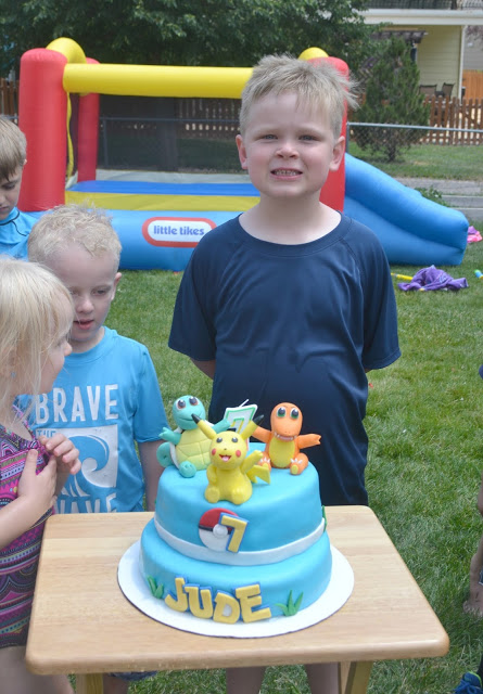 Throwing A Pokemon Birthday Party, Pokemon Birthday Party, Pokemon party food, Pokemon party ideas, Pokemon party decorations, how to plan a pokemon party, kids Pokemon birthday party, How to make a Pokeball, Pokemon crafts
