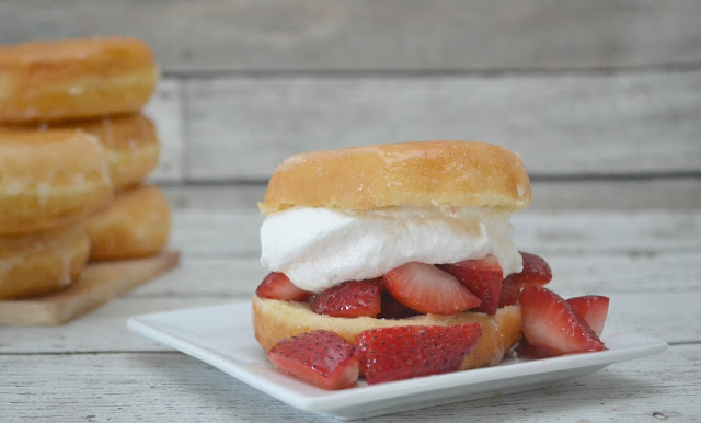 Donut Strawberry Shortcake, strawberry shortcake recipes, easy strawberry desserts, summer desserts, strawberry desserts, Strawberry shortcake with donuts, donut desserts, easy summertime dessert recipes, strawberry shortcake recipe