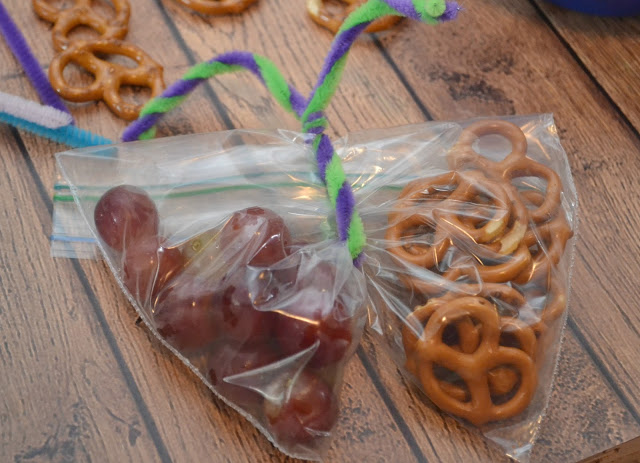 Butterfly Snack Bags, creative snacks for kids, back to school snacks, school lunch ideas, creative snack bags, pretzel snacks, cracker snacks, school lunches, school snacks