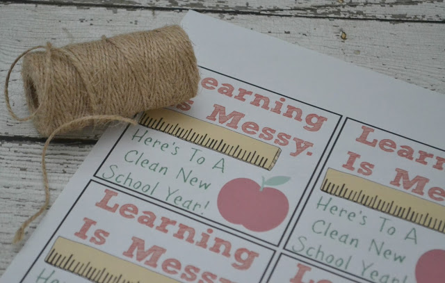 Back To School Teacher Gift - Learning Is Messy!, printables for teacher gift, back to school teacher gift, back to school teacher gift DIY, easy back to school gift for teachers, teacher thank you gift, end of the school year teacher gift.