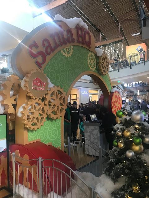 Visiting HGTV Santa HQ - FlatIron Crossing Broomfield Colorado, HGTV Santa's HQ, visiting santa in denver, denver santas, pictures with santa in denver, Santa pictures in broomfield colorado, pictures with santa colorado, Santas in Colorado