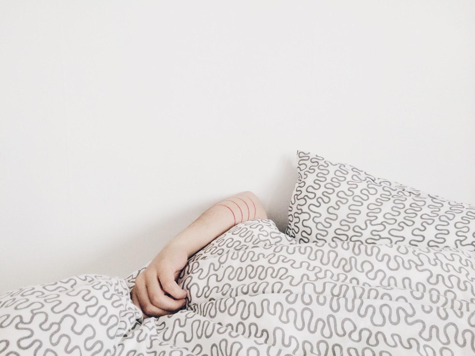 Falling Asleep Hacks, tips for Falling Asleep, Falling Asleep Hacks Every Woman Must Know,