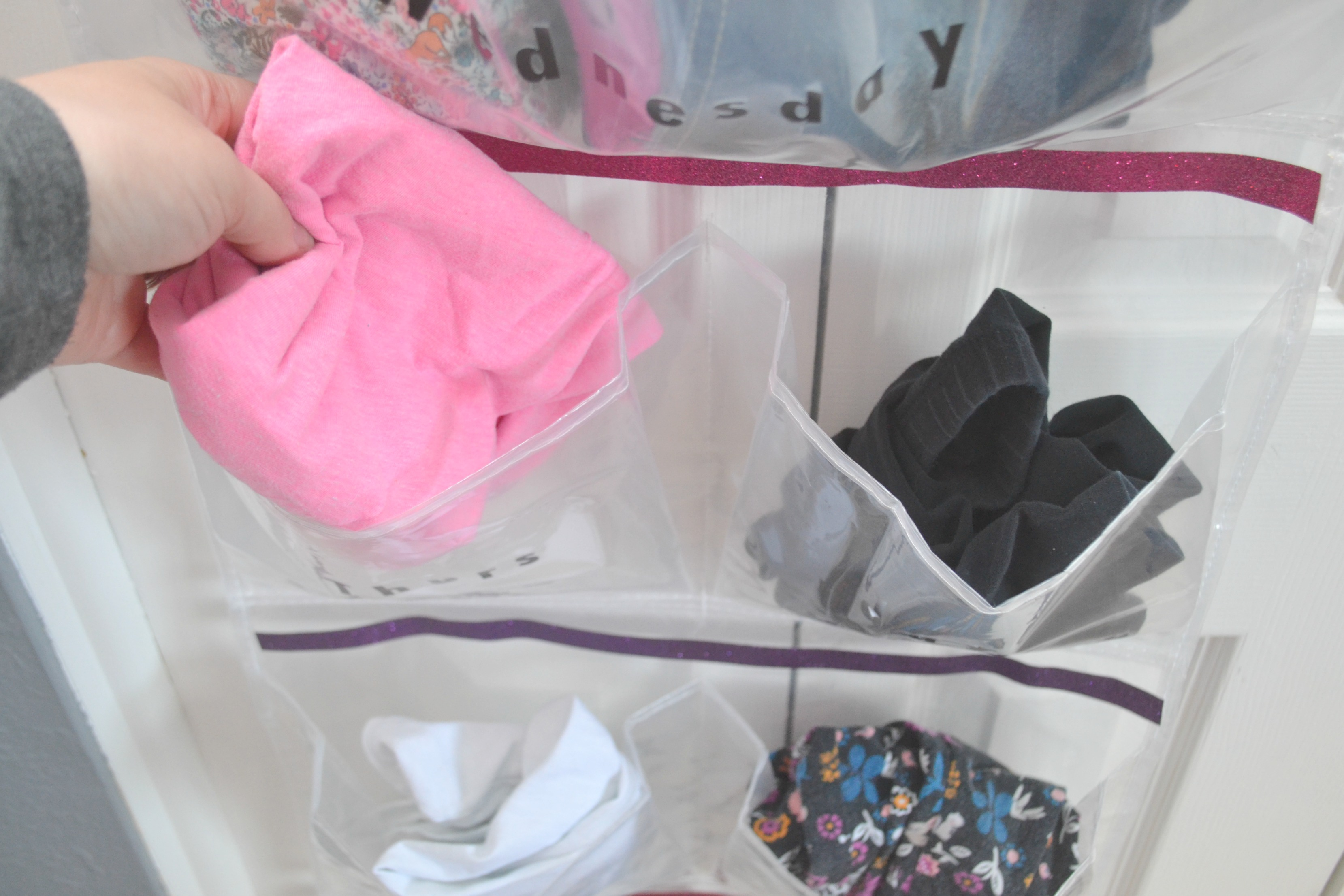 Weekly Outfit Organizer, DIY Weekly Outfit Organizer, Weekly Outfit Organizer for kids, Weekly Outfit Organizer DIY, easy diy Weekly Outfit Organizer for kids, make your own Weekly Outfit Organizer, outfit organizer for kids