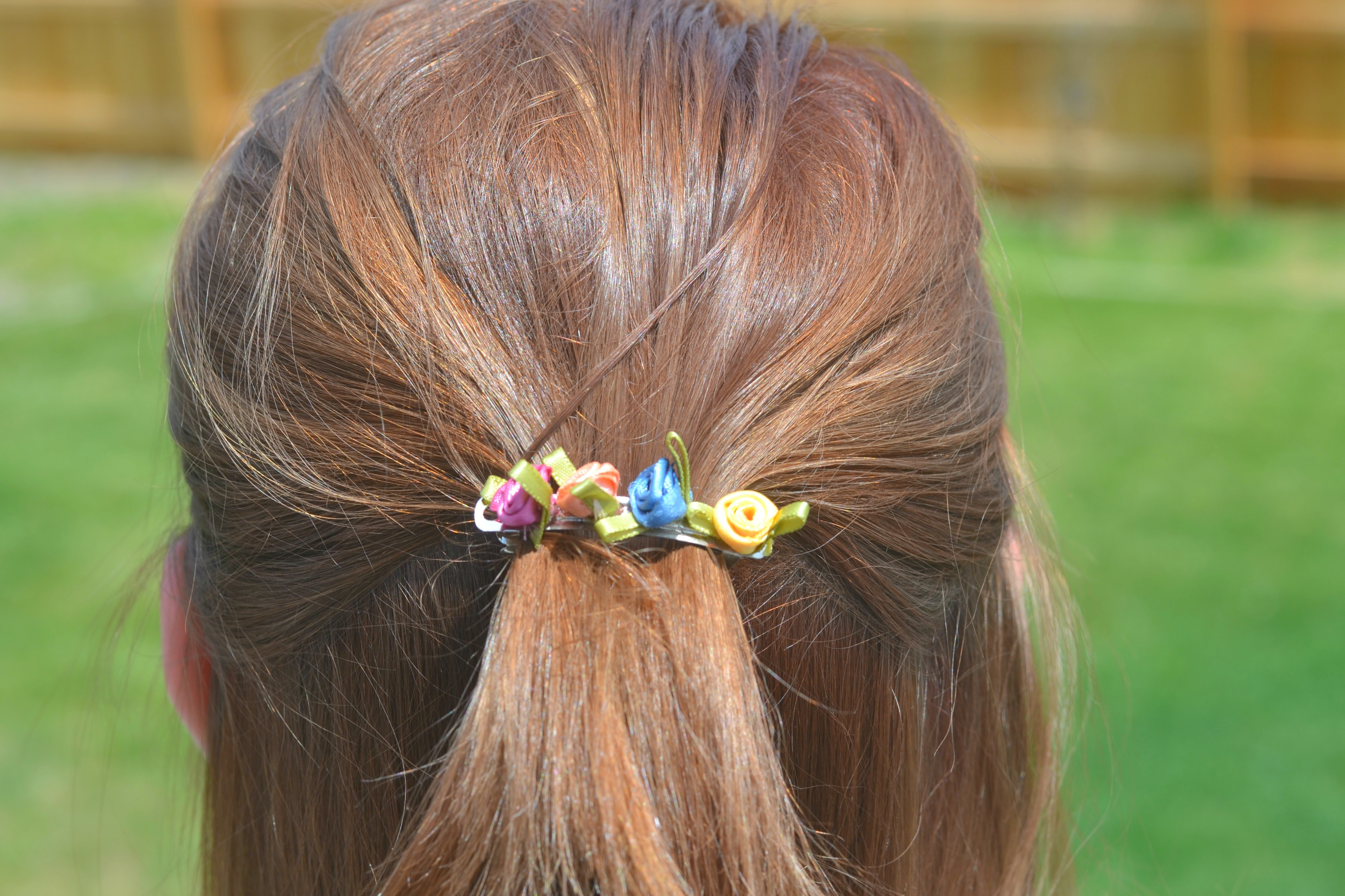 vibrant summer hair color, make your own hair clips, make your own floral hair clips, diy hair accessories, diy hair clips, easy DIY hair accessories, Hair colors for summer, color your hair at home, beauty tips, hair tips, how to dye your hair at home