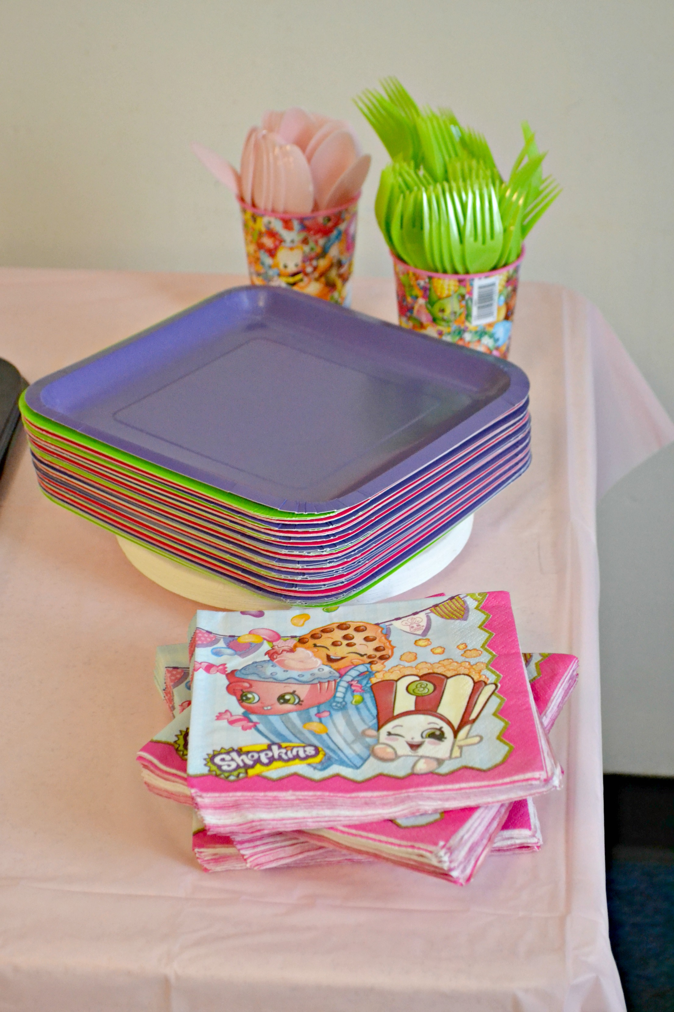 Planning a shopkins birthday party, shopkins party, shopkins birthday party, shopkins party food, shopkins party ideas, shopkins party decorations, shopkins birthday party decorations, how to throw a shopkins party, shopkins birthday party printables, throwing a Shopkins birthday party