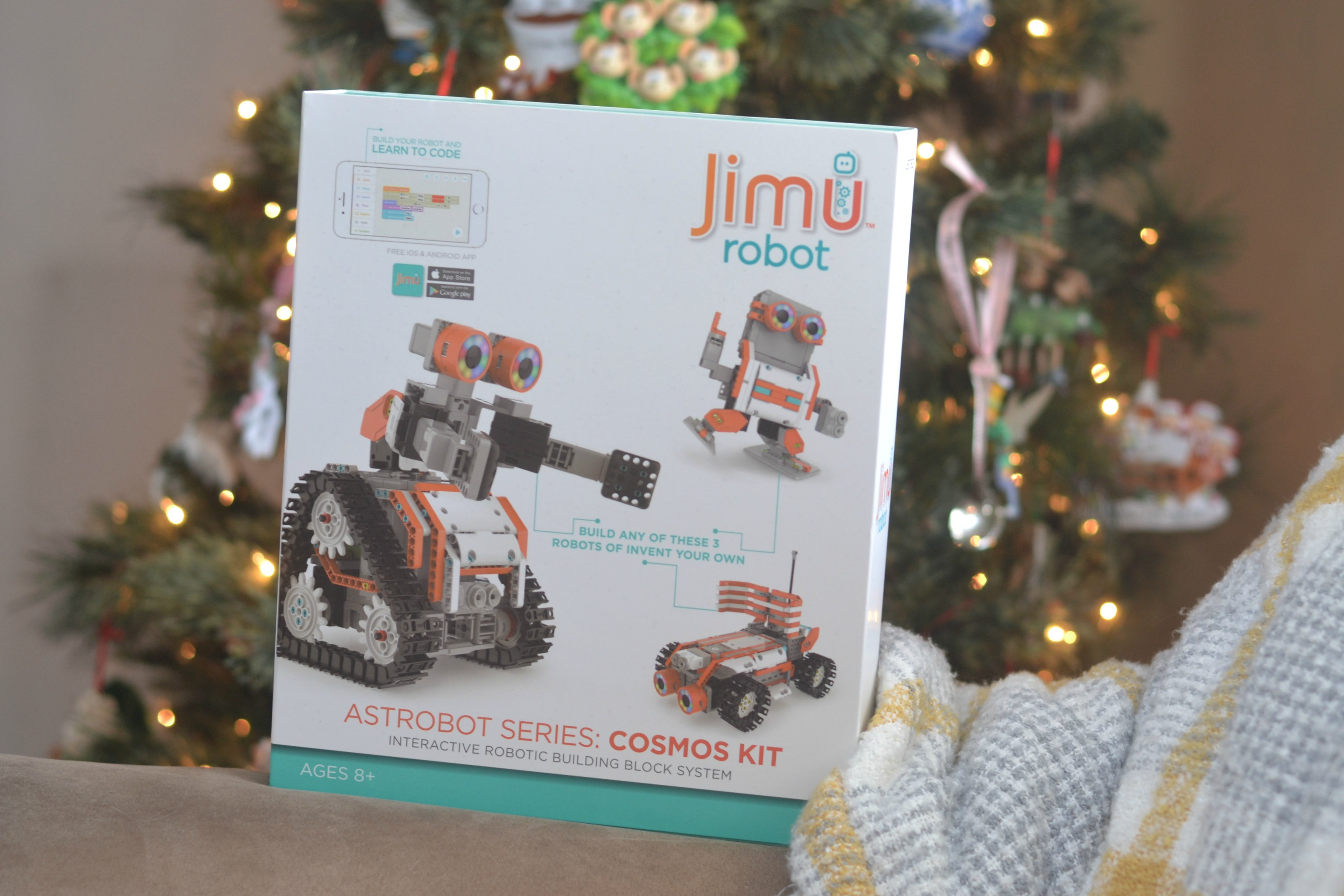 Teach kids coding, coding for kids, how to teach kids how to code, technology for kids, Learn how we can Teach coding with JIMU Robot. JIMU Robots are a fun way to bring robotics into kid's day to day and make the perfect gift you can feel good about gifting to the children in your lives this holiday season!