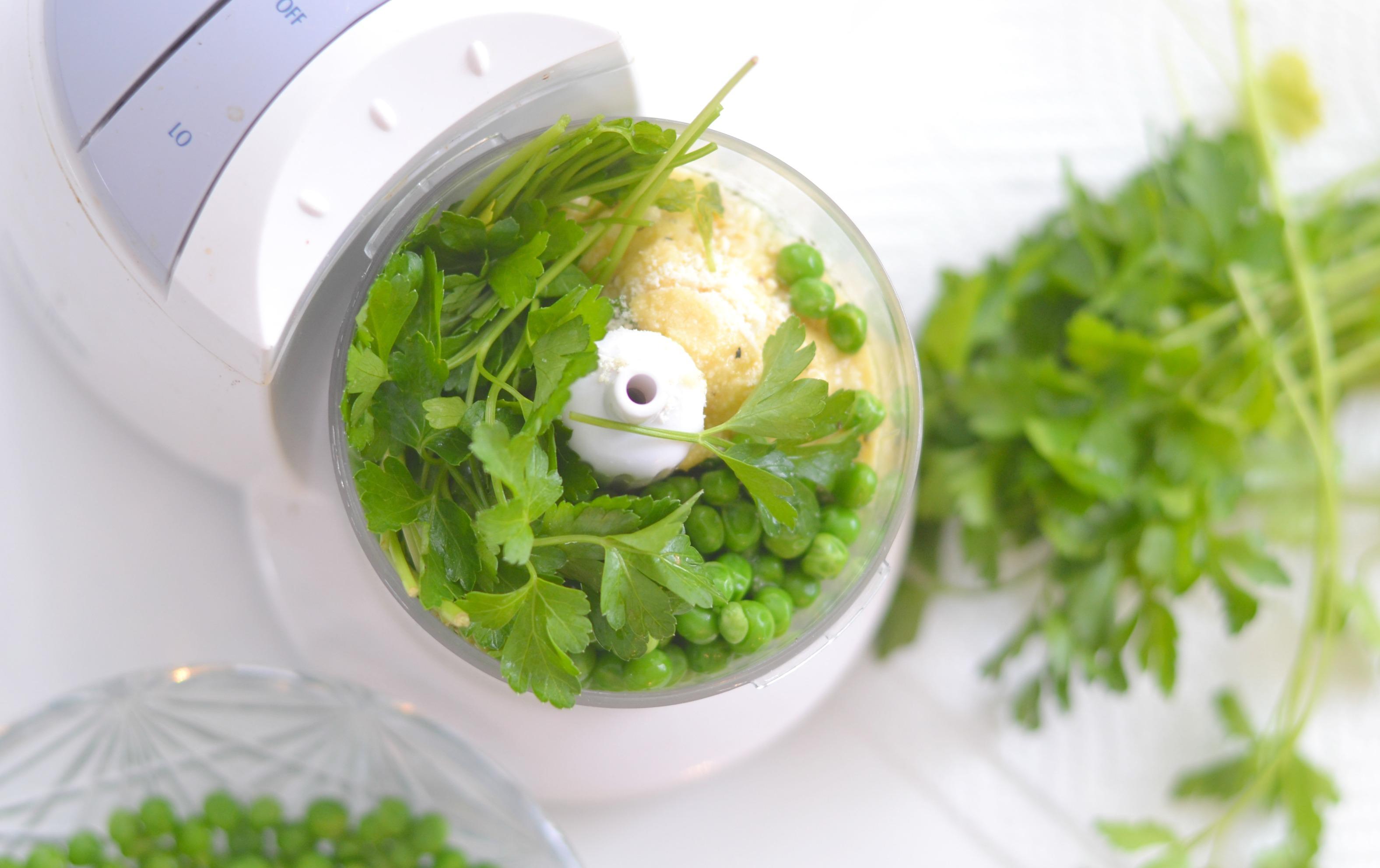 pea pesto, make your own pesto, pesto recipes, basil pesto recipes, easy pea pesto, 5 minute pea pesto, recipes using peas, pea pesto pasta, veggie recipes