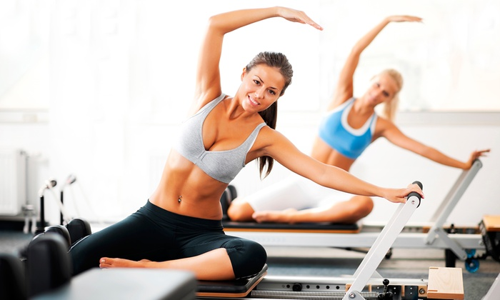 What to expect at Reformer pilates, what is reformer pilates, what to expect at your first pilates class, what to wear to reformer pilates, tips for reformer pilates, best work outs for busy moms, reformer pilates work out