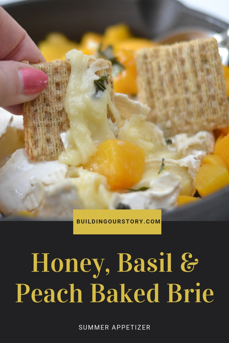 honey, basil and peach baked brie, baked brie recipe, easy baked brie recipes, how to make baked brie, fruit and brie recipe